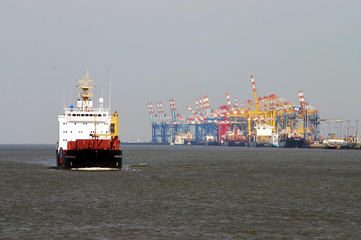 深圳国际物流中集装箱运输的特点